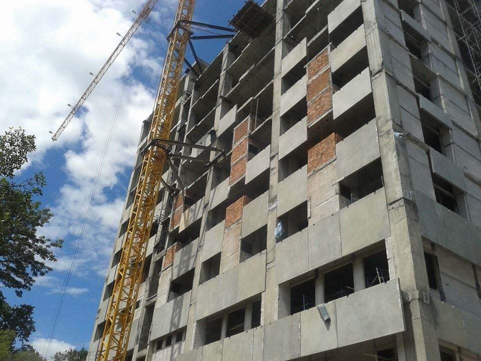 ก่อสร้างอาคารศูนย์แพทยศาสตร์ศึกษาชั้นคลีนิค คสล. 9 ชั้น โรงพยาบาลนครพิงค์